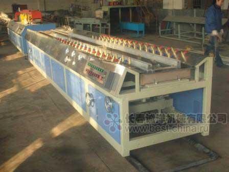 Линия производства профилей из ПВХ или ДПК (древесно-полимерные композиционные материалы) .